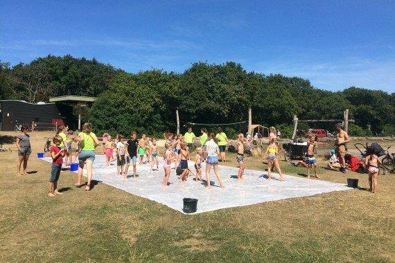Wasserschlacht Geversduin sportfeld sommer children