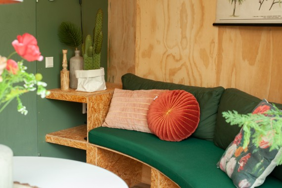 Hobbithaus Wohnzimmer Couch